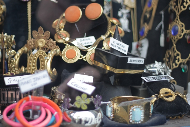 I always pass by this shop on my way to Portobello Road and I always have to stop and admire the beautiful jewels on display.